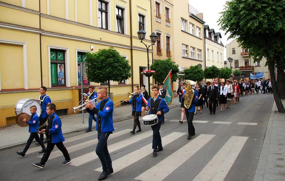 Przemarsz nowomiejskiej Orkiestry Dętej w Brodnicy