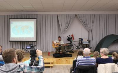 Rafał Kitowski zwiedza świat na rowerze.