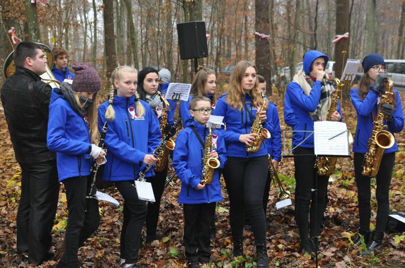 Udział Orkiestry Dętej z Miejskiego Centrum Kultury w uroczystościach niepodległościowych w Bratianie